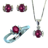Completo con rubini e diamanti.