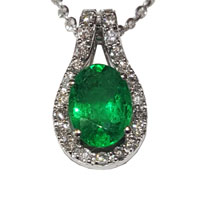Pendente con smeraldo e diamanti.