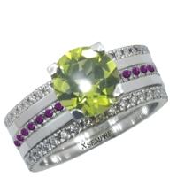 Anello componibile in oro, peridoto, rubini e diamanti.