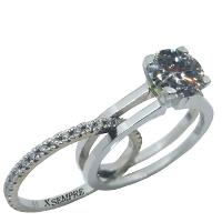 Anello estraibile in oro e diamanti.