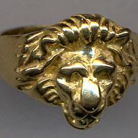 Anello testa di leone.