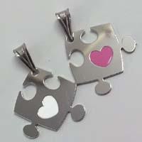 Ciondolo puzzle con cuore smaltato.
