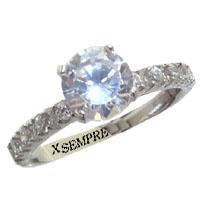 Anello con diamanti naturali.