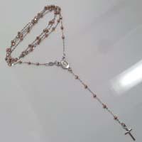 Collana rosario in oro bi-colore.