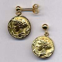 Orecchini in oro raffiguranti l'Aretusa. Interamente rifiniti a mano.