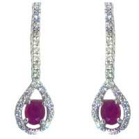 Orecchini con rubini e diamanti.