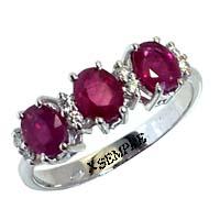Anello con rubini e diamanti.