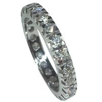 Anello con diamanti.