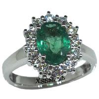 Anello con smeraldo e diamanti.