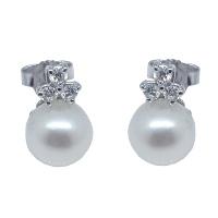 Orecchini in oro, con perle e diamanti.