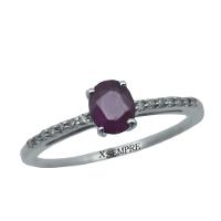 Anello con rubino e diamanti.