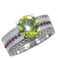 Anello componibile in oro, peridoto, rubini e diamanti.