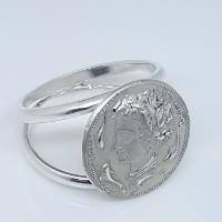 Anello in argento raffigurante l'Aretusa.