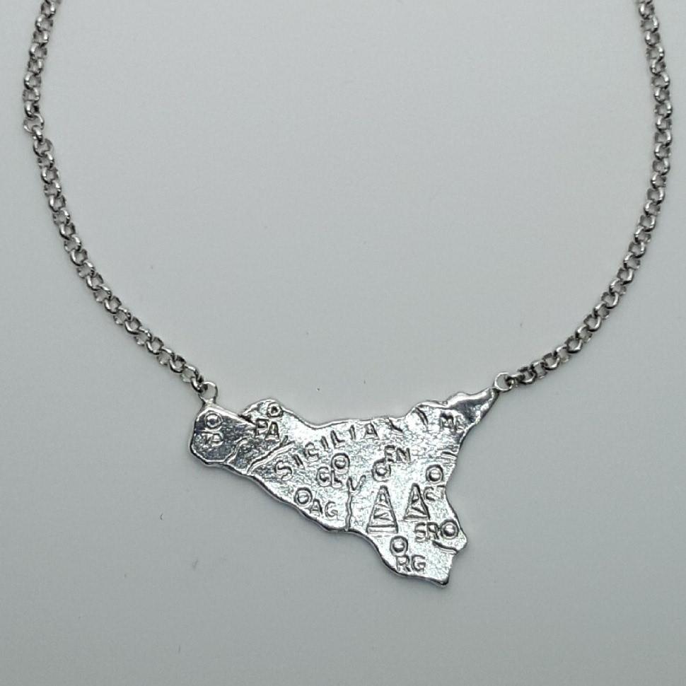 Collana della Sicilia realizzata in argento.