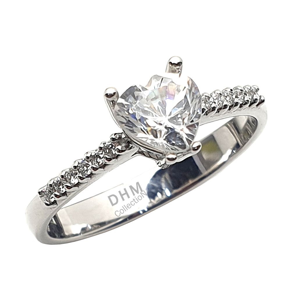 Anello DHM con diamanti.