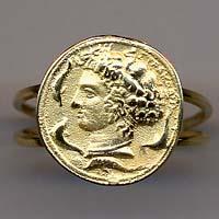 Anello in oro raffigurante l'Aretusa.