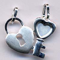 Il cuoricino spezzato da regalare alla persona che ami in versione ''open my heart''.