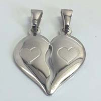 Il cuore divisibile da regalare alla persona che ami in versione incisa.