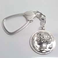Portachiavi in argento raffigurante l'aretusa.