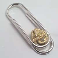 Fermasoldi in argento e oro.