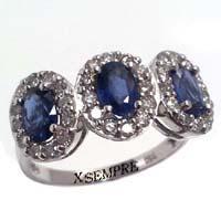 Anello con zaffiri e diamanti.